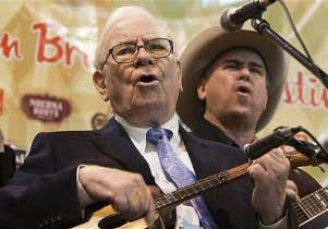 Warren Buffet entertaining a crowd